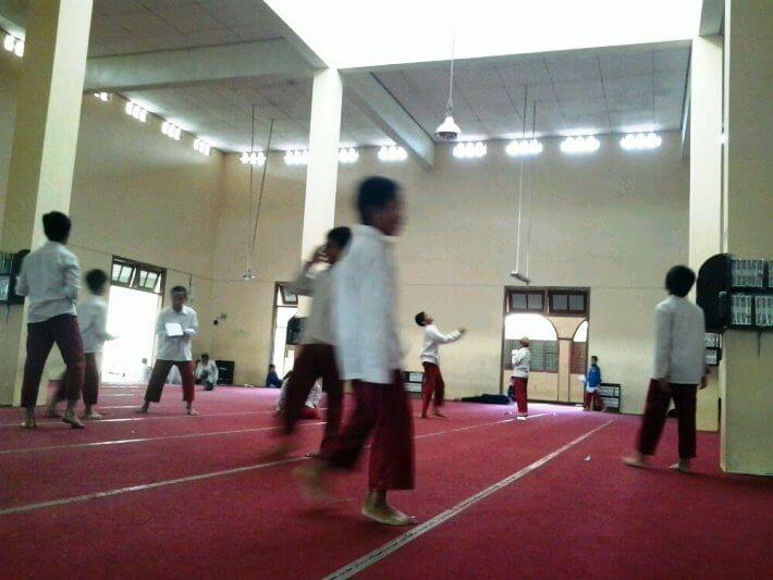 anak bermain di masjid bolehkah
